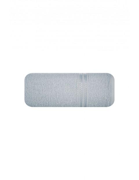 Ręcznik z bordiurą w pasy srebrny 50x90 cm