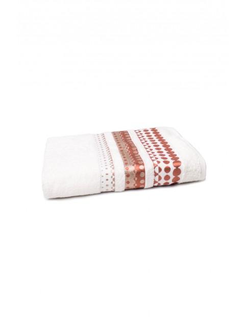 Bawełniany ręcznik w kolorze kremowym o wymiarach 70x140 cm