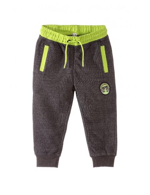 Spodnie dresowe chłopięce 1M3403