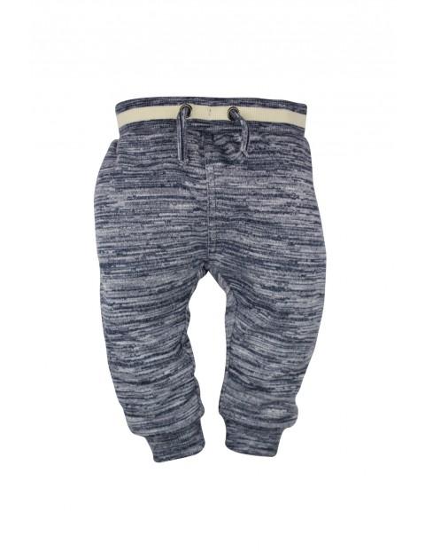 Spodnie dresowe chłopięce 1M33AQ