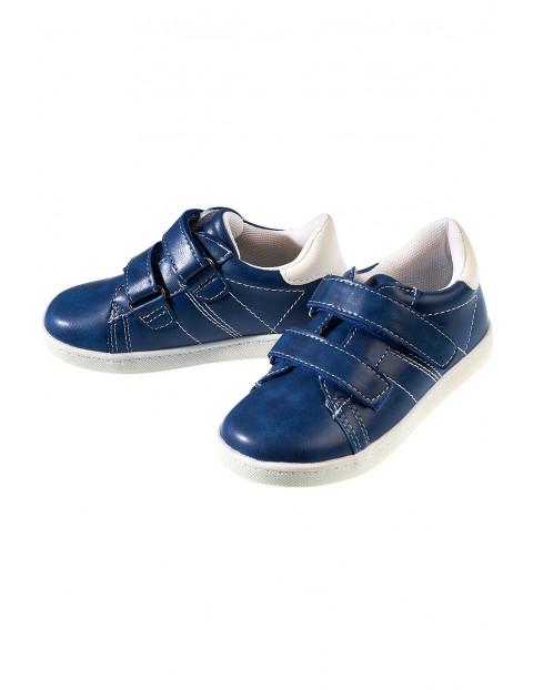 Buty dla chłopca zapinane na rzepy