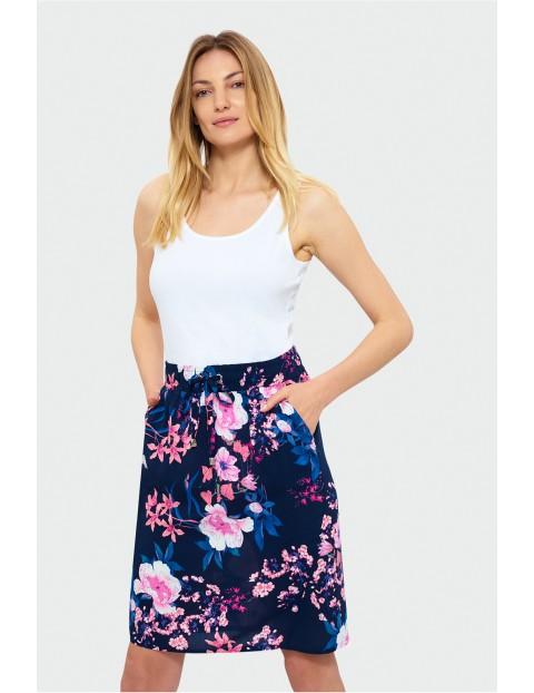 Spódnica damska wiskozowa z kieszeniami - granatowa w kwiaty
