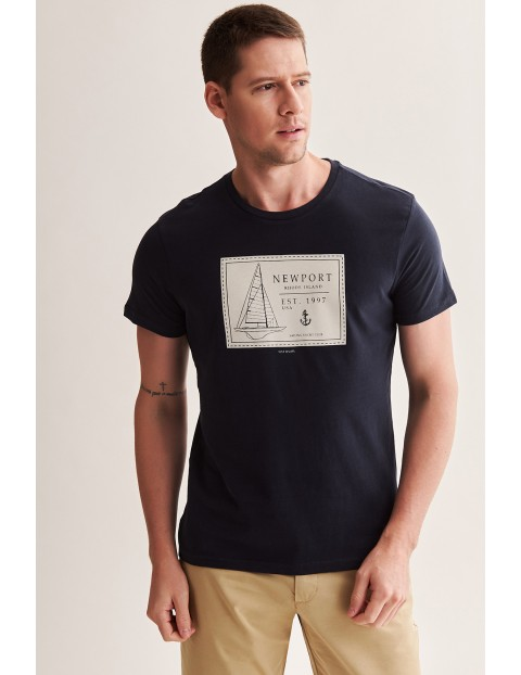 Bawełniany t-shirt męski z morskim motywem - granatowy