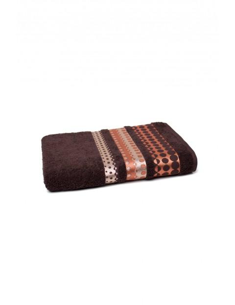 Bawełniany ręcznik w kolorze brązowym z haftem 70 x140 cm