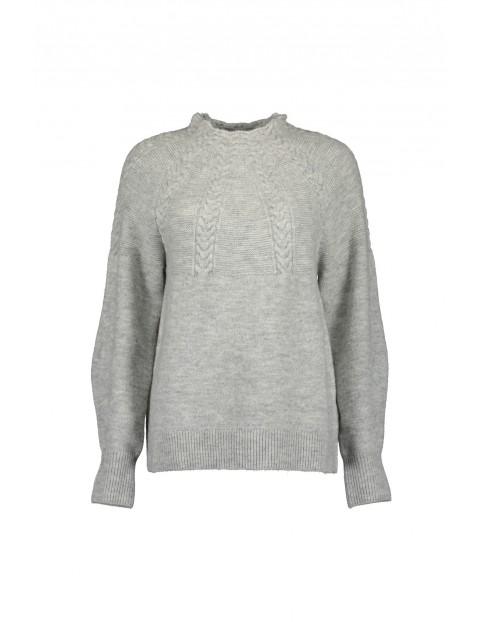 Szary sweter damski