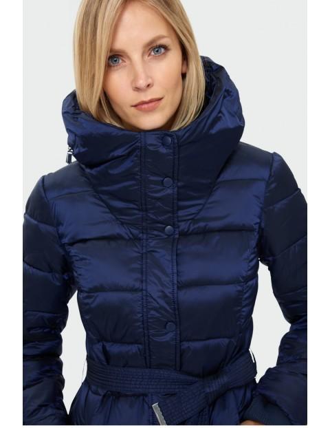 Pikowana kurtka damska granatowa z paskiem