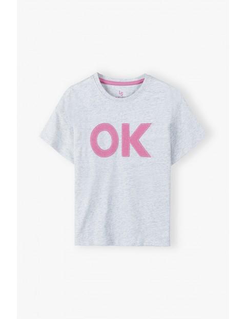 Szary t-shirt dziewczęcy z napisem OK
