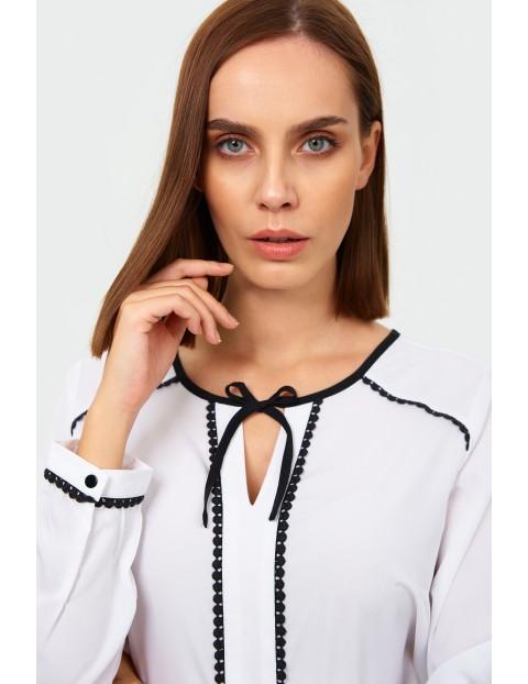 Bluzka damska z ozdobnym wiązaniem - biała