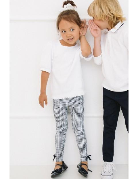 Biała bluzka dziewczęca z bufiastymi rękawami