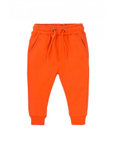 Spodnie dresowe chłopięce pomarańczowe