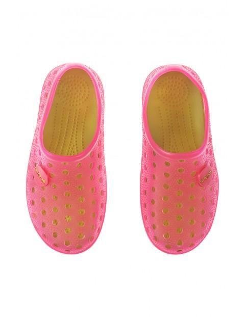 Różowe ogrodowe buty dla dziewczynki