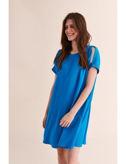 Sukienka niebieska luźna z wycięciami na ramionach