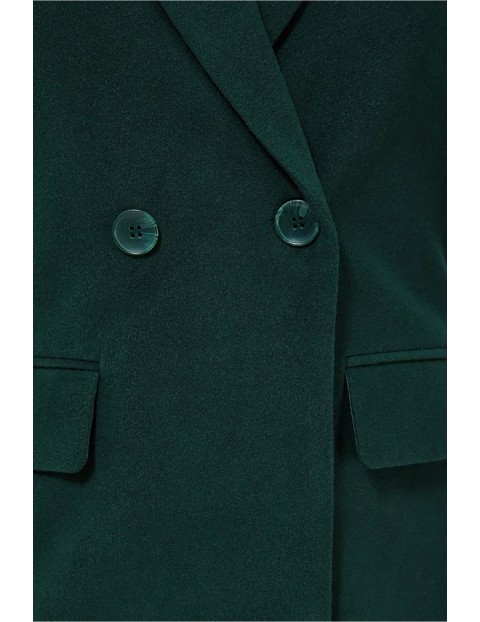 Ciepły płaszcz taliowany w kolorze butelkowej zieleni