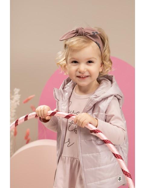 Kamizelka dziewczęca różowa z kwiatkiem pikowana