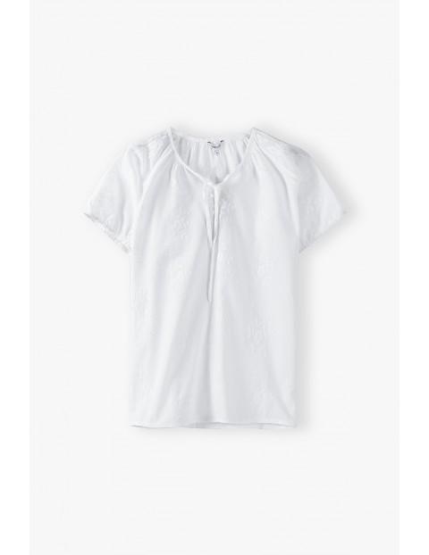 Biała bluzka damska z ozdobnymi haftami