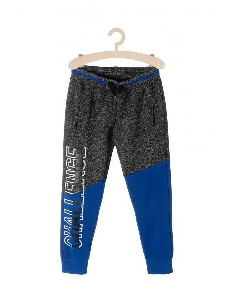 Spodnie dresowe dla chłopca- szare z niebieskimi wstawkami