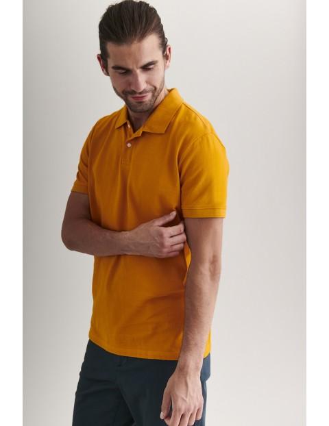 Bawełniany t-shirt męski z kołnierzykiem - zółty