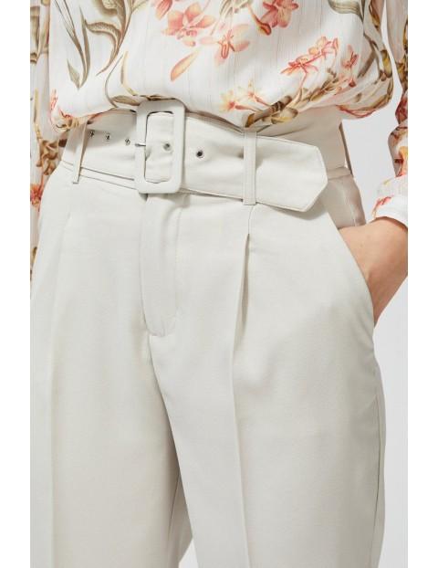 Beżowe eleganckie spodnie na kant