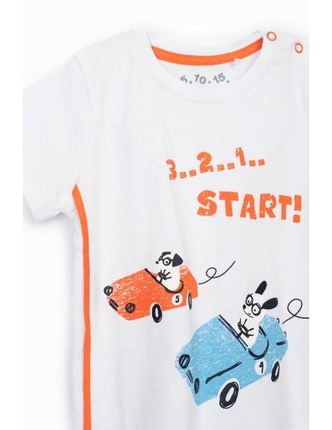 Biały t-shirt chłopięcy z samochodami