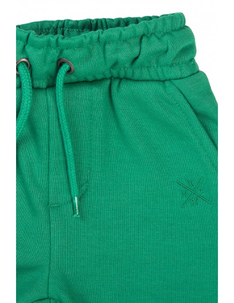 Szorty niemowlęce w kolorze zielonym