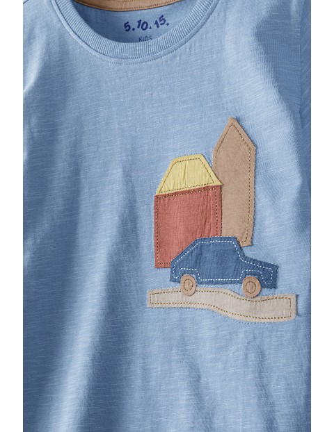 T-shirt chłopięcy bawełniany z naszywaną aplikacją- niebieski