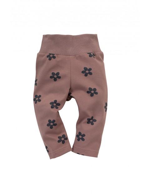 Leginsy niemowlęce różowe z kwiatkami