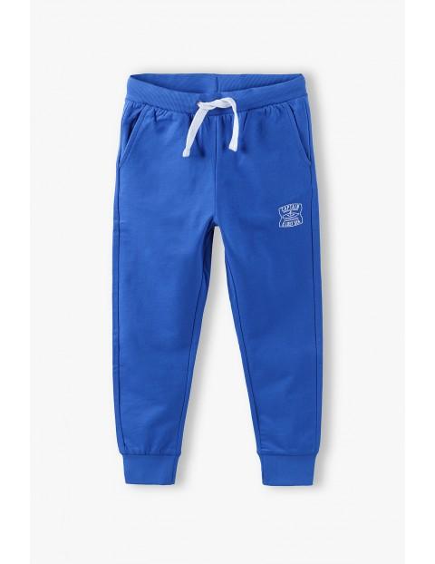 Spodnie dresowe chłopięce niebieskie z kieszeniami