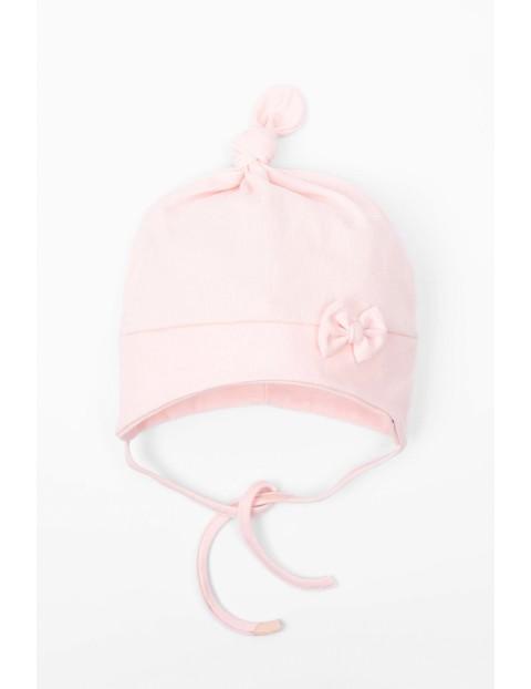 Różowa czapka dla niemowlaka- wiązana pod szyją