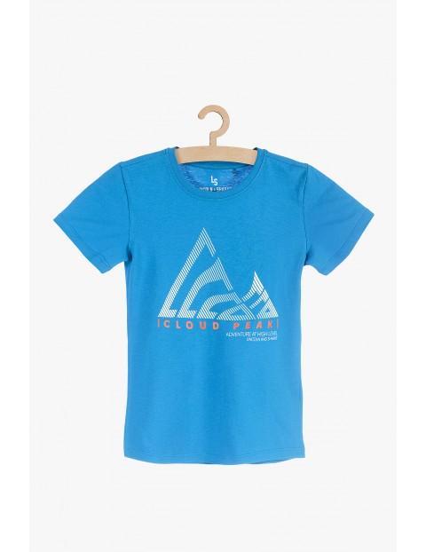 Niebieski t-shirt z młodzieżowym nadrukiem