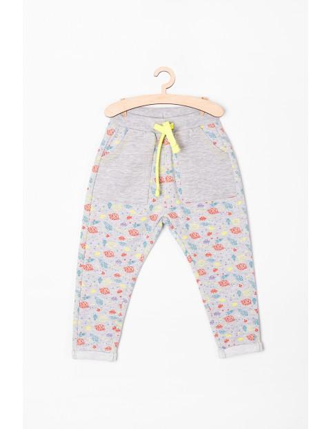 Spodnie niemowlęce szare w kosmiczne wzory