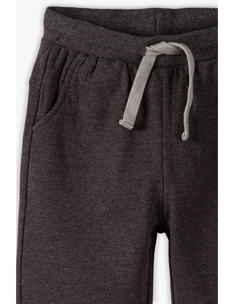 Spodnie dresowe chłopięce w kolorze ciemnoszarym