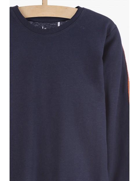 Czarna bawełniana bluzka dla chłopca z nadrukami na rekawach
