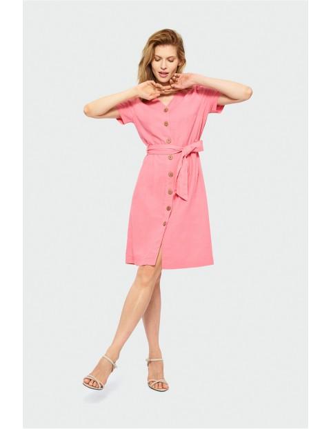 Różowa sukienka damska zapinana na guziki