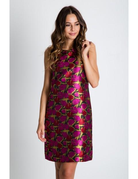 Prosta żakardowa sukienka we wzory