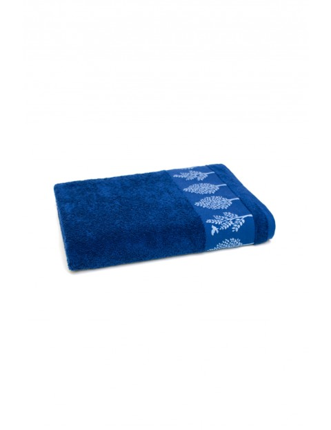 Bawełniany ręcznik w kolorze granatowym o wymiarach 50x90 cm