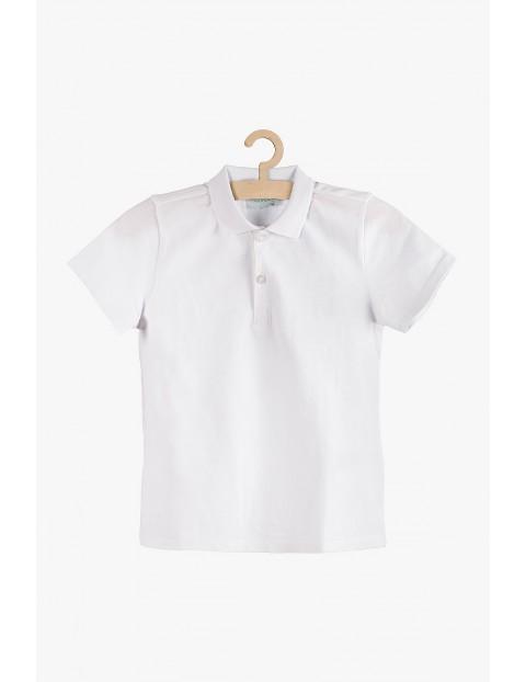 Koszulka chłopięca biała z kołnierzykiem i krótkim rękawem