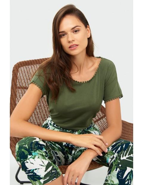 Oliwkowy bawełniany top z ozdobną koronką- ubrania dla kobiet