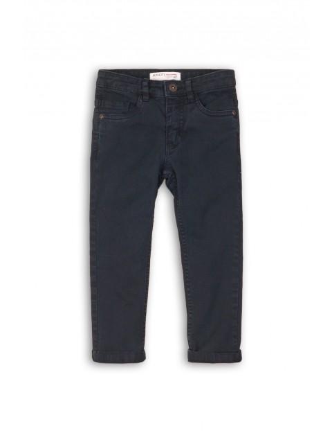 Spodnie chłopięce- klasyczny fason
