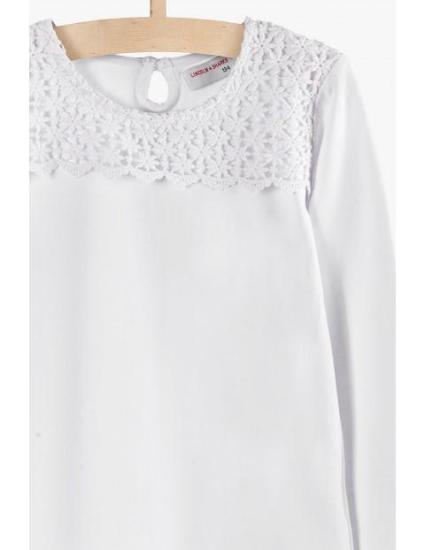 Biała bluzka dziewczęca z długim rękawem i ozdobną górą