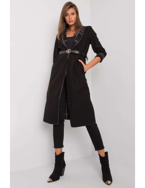 Czarny płaszcz bez zapięcia