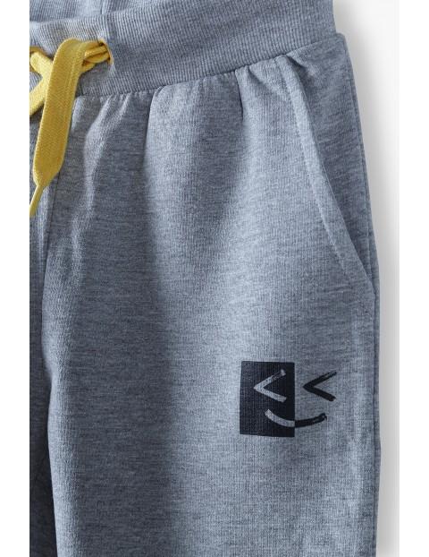 Spodnie dresowe chłopięce szarym z kieszeniami
