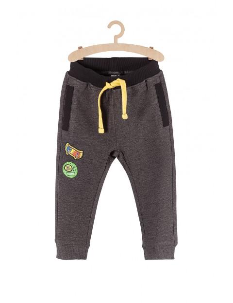 Spodnie dresowe szare z kieszeniami