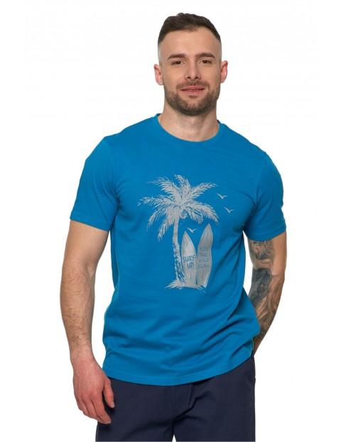 T-shirt męski z wakacyjnym nadrukiem palm oraz desek surfingowych