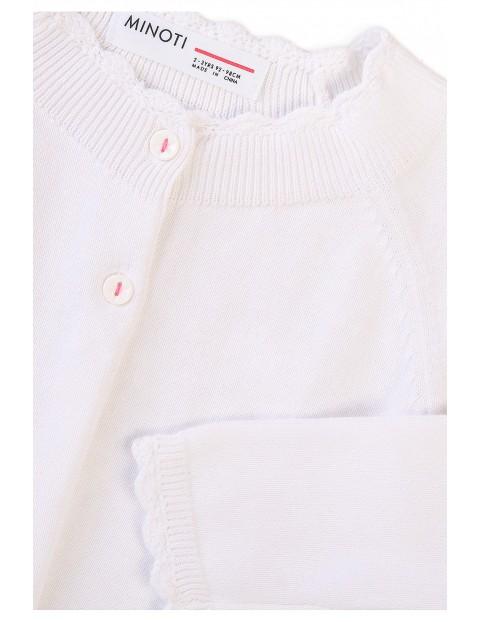 Biały niemowlęcy sweter z falbanką na dole