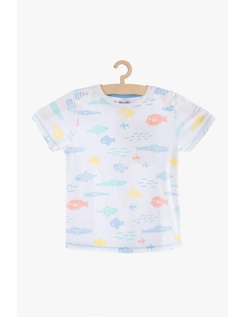 T-shirt chłopięcy biały w rybki