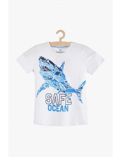 Koszulka chłopięca biała z rekinem- Safe Ocean