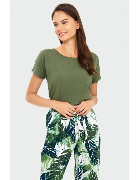 Spodnie damskie w zielone liście z ozdobnym wiązaniem - 7/8 nogawka