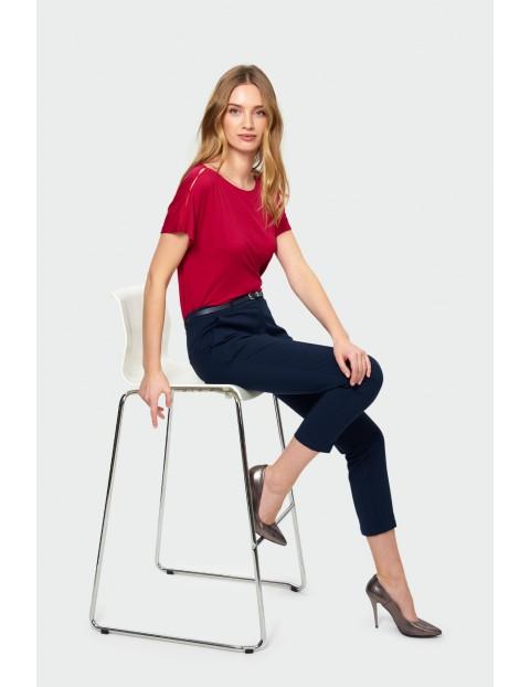 Granatowe spodnie damskie z ozdobnym paskiem - 7/8 nogawka
