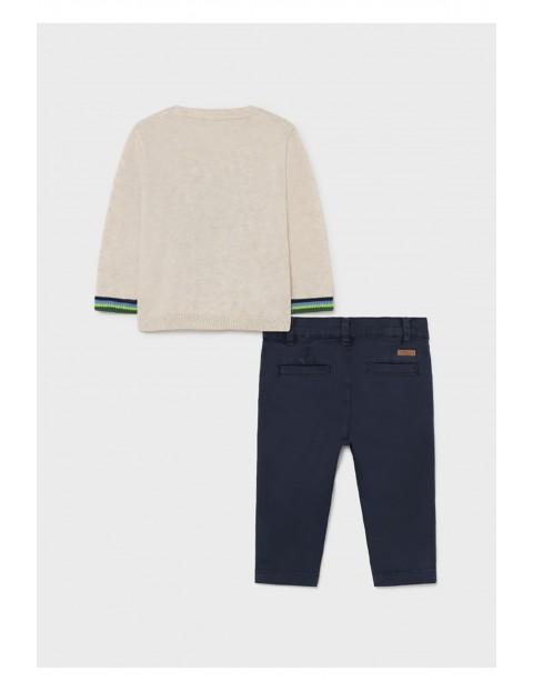 Komplet chłopięcy Mayoral - sweter z nadrukiem +  granatowe spodnie