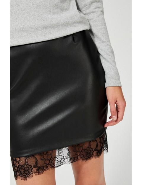 Czarna spódnica damska ołówkowa z koronką